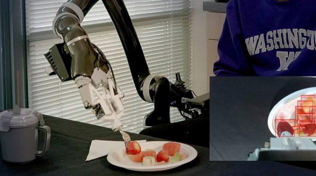 식사를 돕는 로봇 ADA
