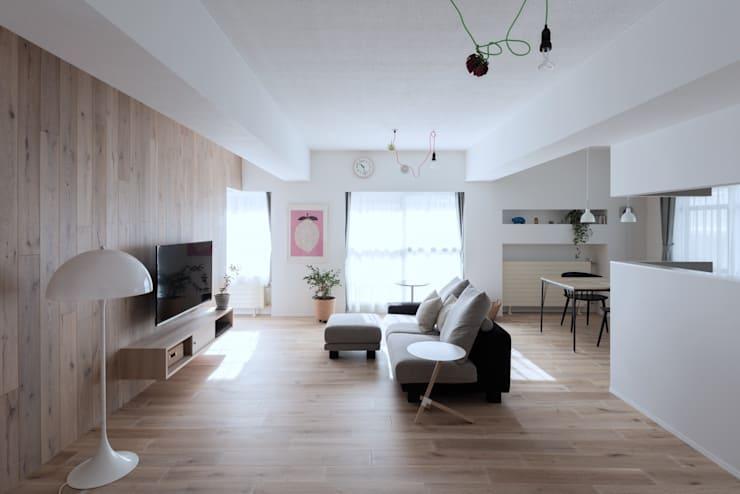 一色玲児 建築設計事務所 / ISSHIKI REIJI ARCHITECTS의 거실