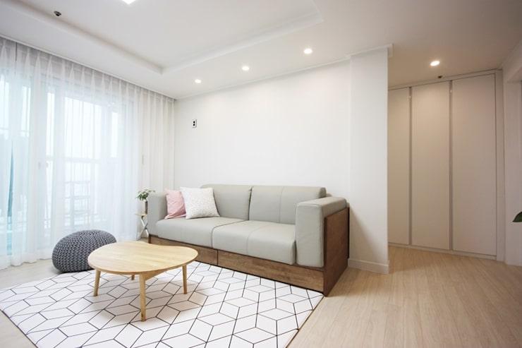 광장동 32평 내츄럴 홈스타일링: homelatte의 거실
