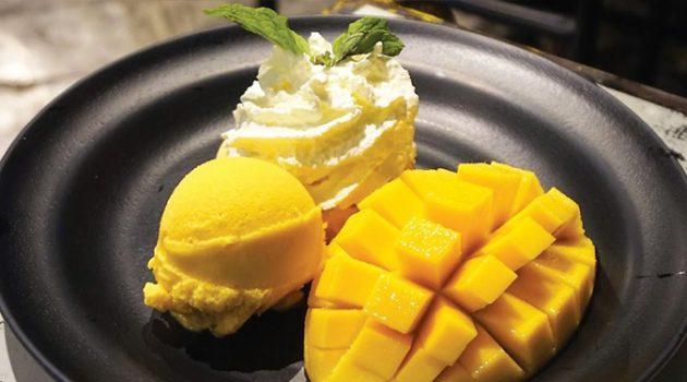 방콕에서 꼭 먹어야 할 과일은 망고! 그럼 디저트 끝판왕은?