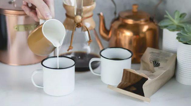 커피 속의 구름: 미국에서도 커피에 프림을 넣을까?
