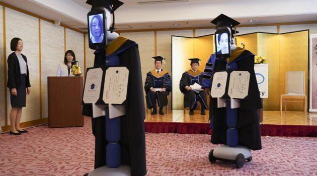 코로나 때문에… 일본 대학의 아바타 로봇 졸업식